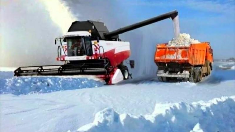 Warto Zobaczyć! Jak Działają Rolnicy W Rosji! Kombajn usuwa śnieg !
