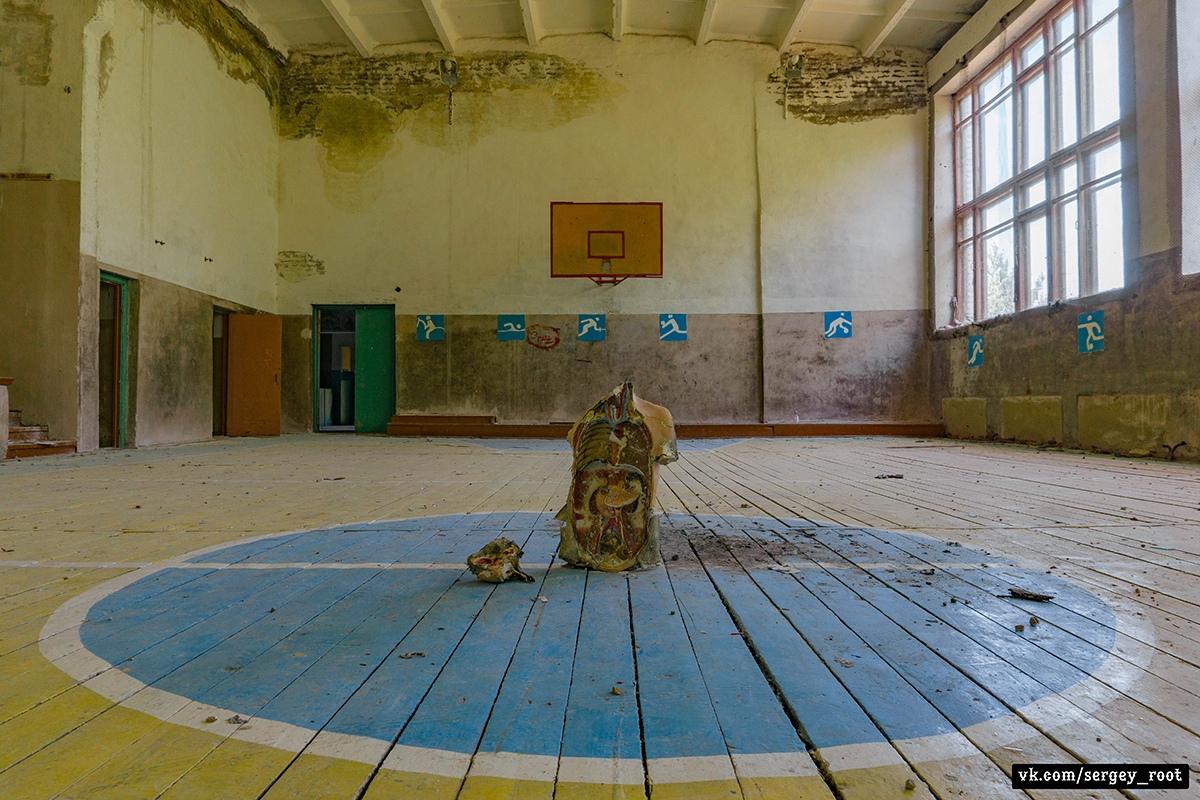 Заброшенная школа в Калужской области - Фото
