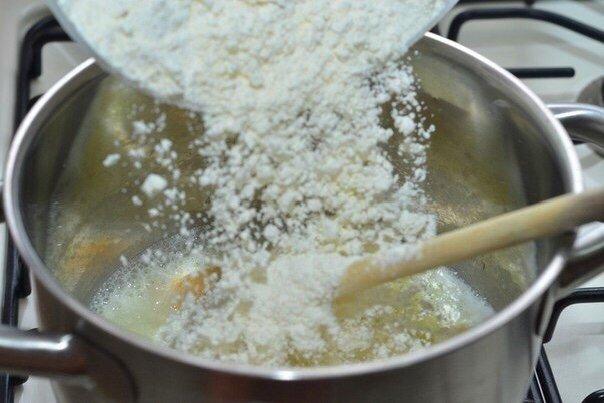Просто «Вау» какие вкусные эти Эклеры Время приготовления - 15 минутВремя выпекания - 45 минутНужно :Масло сливочное 100 гЯйцо 4 шт.Мука 180 гСоль 1/2 ч.л.Вода 250 млЗаварной крем