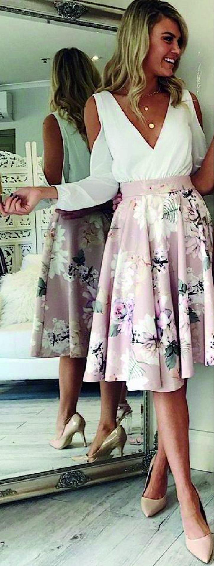 Хлопковое платье пастельных тонов с пышной юбкой и фигурными вырезками на рукавах