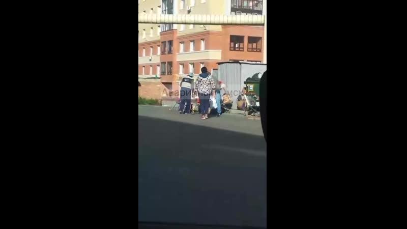 Омск. Люди на мусорке у супермаркета