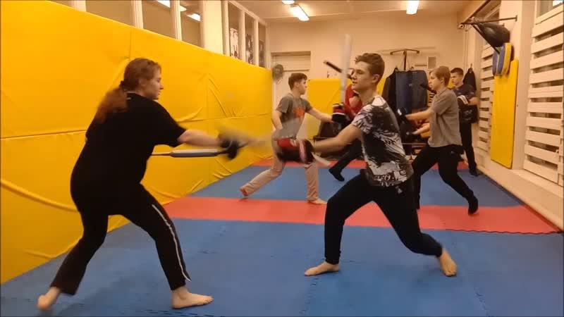Учебно-тренировочные бои с двумя палками, удары по руккам и по рукам и ногам