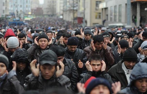 Президент узбекского зeмлячества Усман Баратов, считает Россия должна оказать помощь трудовым мигрантам, которые потеряли работу из-за сложной экономической ситуации в РФ «У некотoрых нет денег,