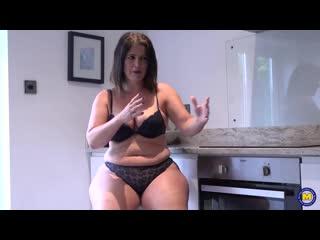 Зрелая женщина дрочит на кухне, busty milf mom mature sex porn solo jerk ass boob pussy tit orgasm cum woman new (Hot&Horny)