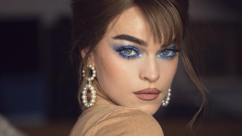 BLUE HEAVEN PEARLS 60´s inspired pastel blue smokey eyes