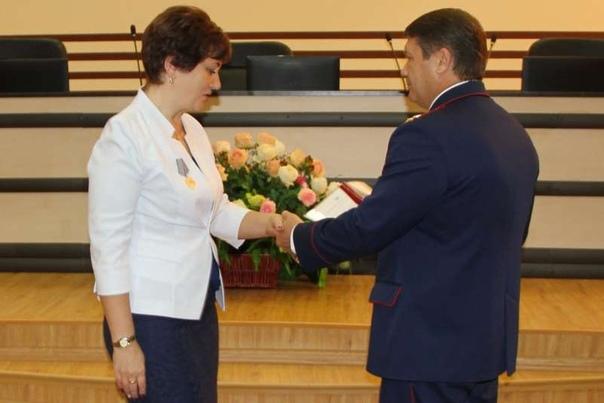 Спасшую детей от резни российскую учительницу наградили Наталия Шагулина получил награду за героические действия во время событий, произошедших 15 января 2018 года. Напомним, во время урока двое