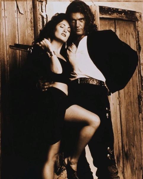 Сальма Хайек и Антонио Бандерас в чувственной фотосессии для фильма «Отчаянный».