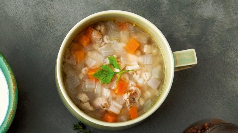 鶏肉と押し麦のジンジャースープ