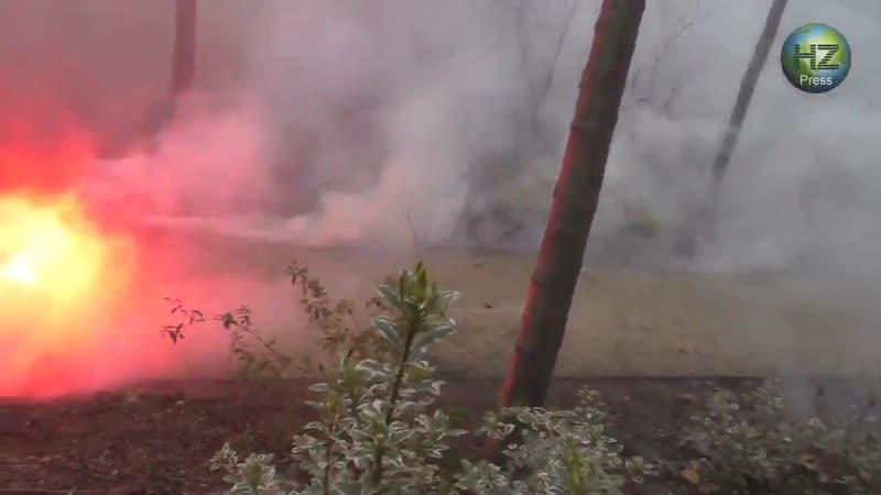 Французские пожарные избивают французский полицейских... - - Нигеры от такого так охренели