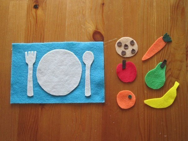 МИНИ-ФЛАНЕЛЕГРАФ Фланелеграф отличное занятие для детей. Но, как правило, он достаточно большой. Можно сделать мини-вариант, который удобно брать с собой.Отрежьте половину листа фетра и