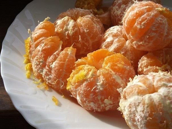 Мандариновое варенье. Самое время его приготовить! Мандарины 900-1000 Грамм Сахар 500 Грамм Ванильный сахар или палочка ванили По вкусу1. Очищаем мандарины от кожуры, прожилок и косточек. Затем