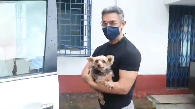 Video @aamir khan spotted in Andheri at pets clinic today
