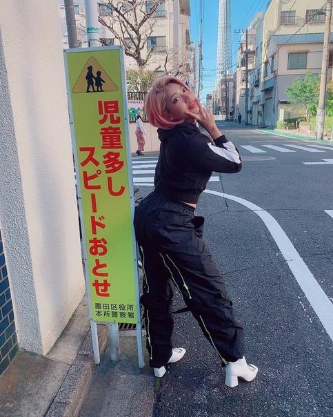 Звезда японского рестлинга не выдержала буллинга и покончила с собой Японская рестлер Хана Кимура, звезда шоу «Дом с террасой» на Netflix, умерла в 22 года. Причины смерти японской спортсменки
