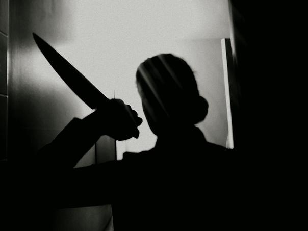 В Кузбассе мать ударила ножом в грудь родную дочь Отпрыск не захотела делать уборку в домеВ городе Гурьевске сотрудники Следственного комитета расследуют уголовное дело женщины, ранившей ножом