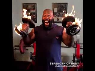 Strength of Body. СиТи Флетчер поднимает огненные гантели