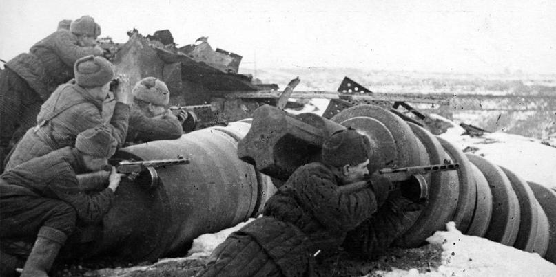 Подразделение советских автоматчиков в районе завода «Красный Октябрь», Сталинград