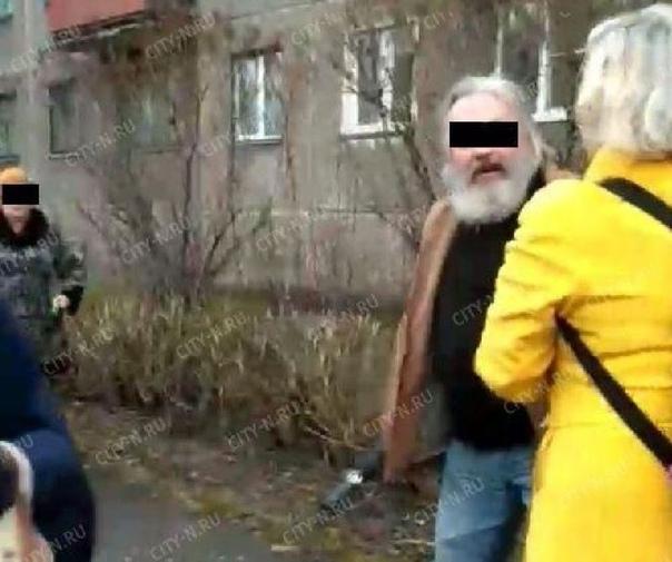 В Новокузнецке на Пасху священник и попадья избили прохожую электрошокером В Новокузнецке 28 апреля на Пасху священник и попадья с электрошокером подрались с прохожими. Об инциденте рассказали