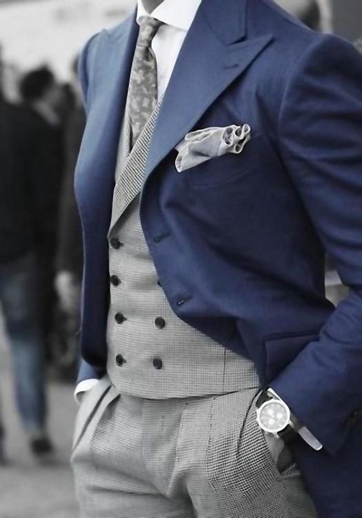 С чем носить темно-синий блейзер