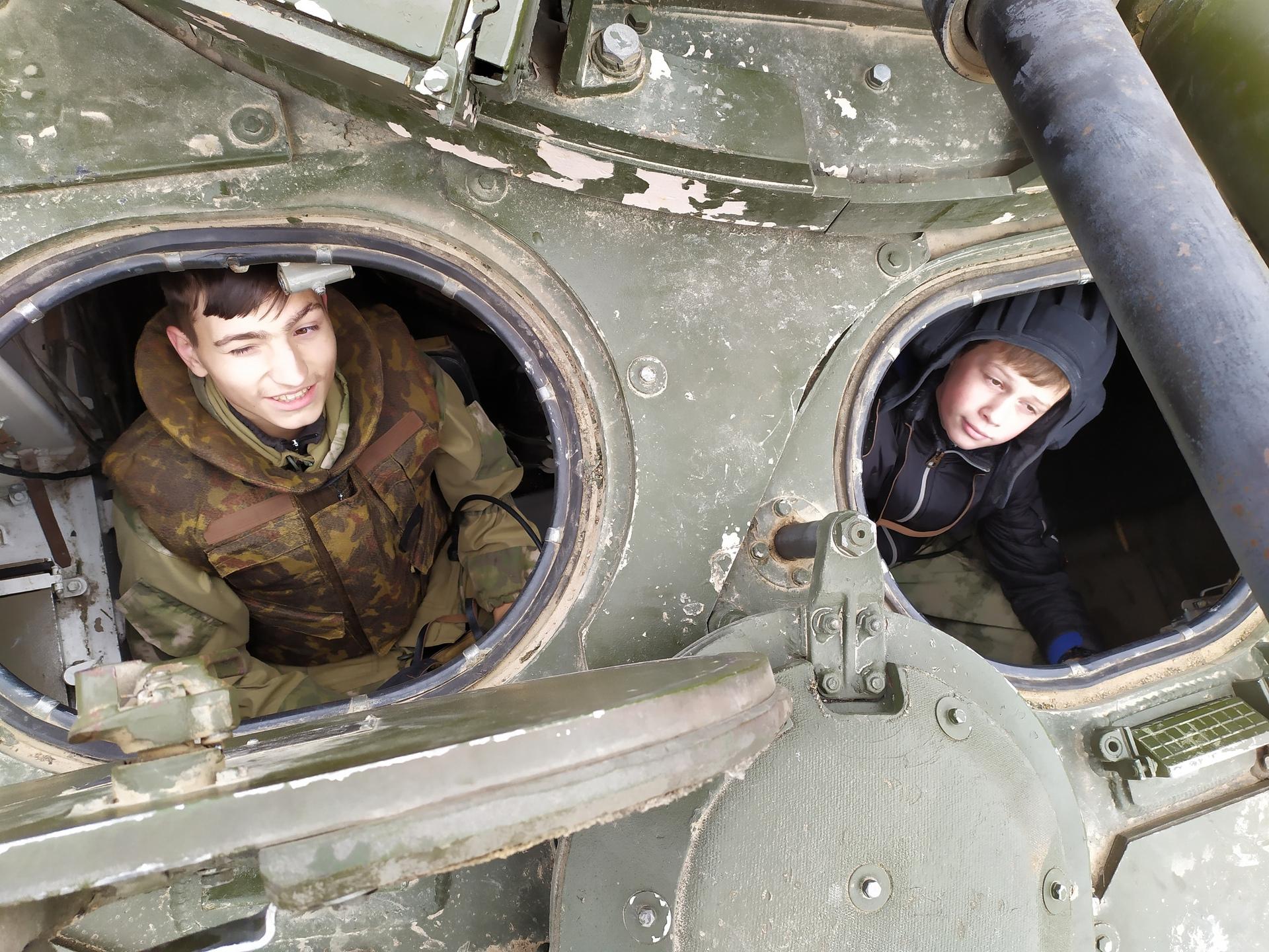 Ребята из Кубинского военно-исторического клуба «Вечный огонь»