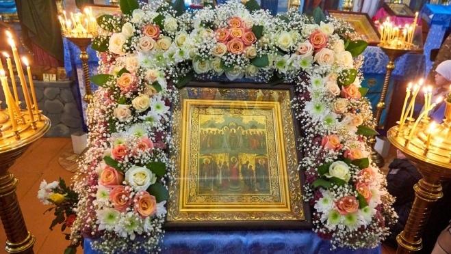 Православные верующие отмечают Покров