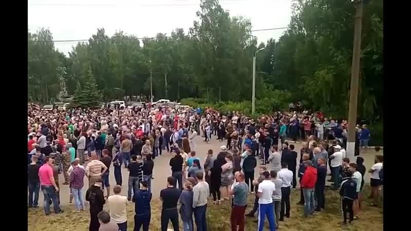 В селе Чемодановка решили переснять фильм Большой куш — местные жители вышли на улицы с требованием прогнать цыган, которые пыта