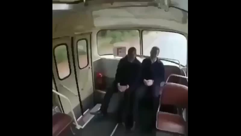 _rolling_on_the_floor_laughing_Угадай страну по видео _point_right_@carovod_fuelpump_ ( 640 X 640 ).mp4