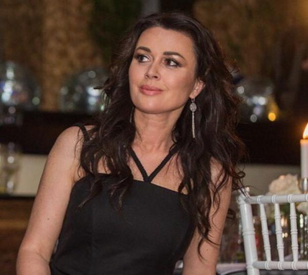 Стало известно, в какой центр легла Анастасия Заворотнюк после лечения.