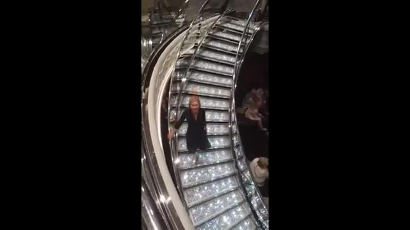 Лестница, усыпанная кристаллами Сваровски, на лайнере MSC Meraviglia