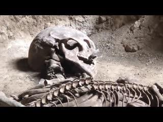 Гигантский человеческий скелет, найденный в Таиланде..