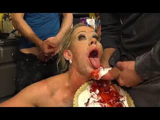ПОРНО -- ЕЙ 42 -- МАТЬ ДРУЖИЛА СО ВСЕМИ КОРЕШАМИ СЫНА -- milf porn gangbang porn sex -- Simone Sonay