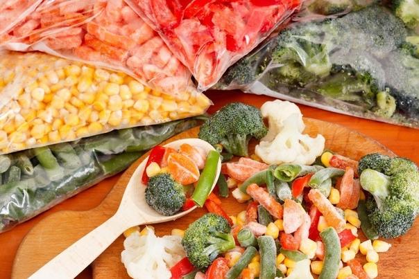Заморозка овощей на зиму, овощные смеси 1. Зелень. Укроп, петрушку, щавель, перья лука, кинзу, сельдерей и т.д. перед замораживанием тщательно промывают, обсушивают (это важно!) и нарезают.