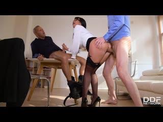 Valentina Ricci - ThreesomeS Risky Business порно porno