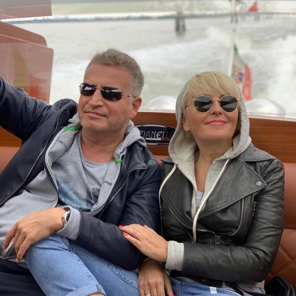 Леонид Агутин и Анжелика Варум решили повторить свое свадебное путешествие спустя 20 лет Венеция.Есть ведь в этом мире