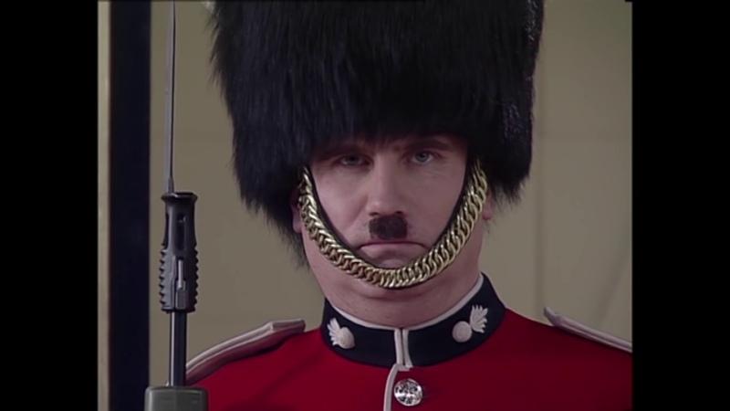 Мистер Бин первое в мире селфи с гвардейцем