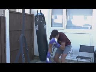 Боксер-чемпион ударил сам себя в глаз  во время видеоурока