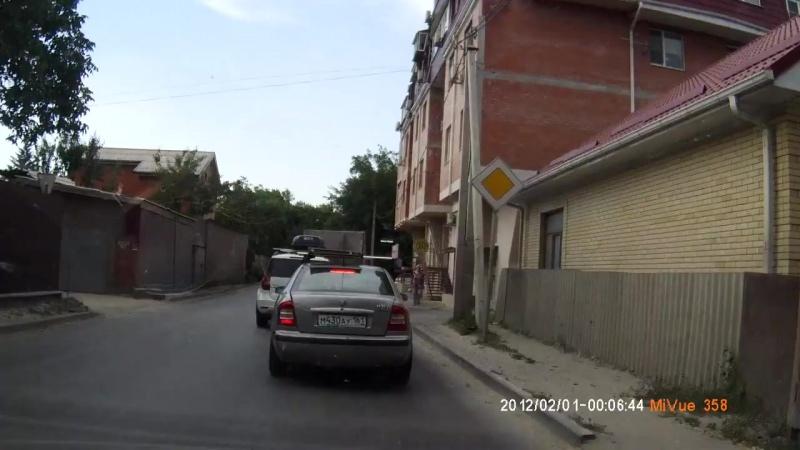 Как не надо переходить дорогу!