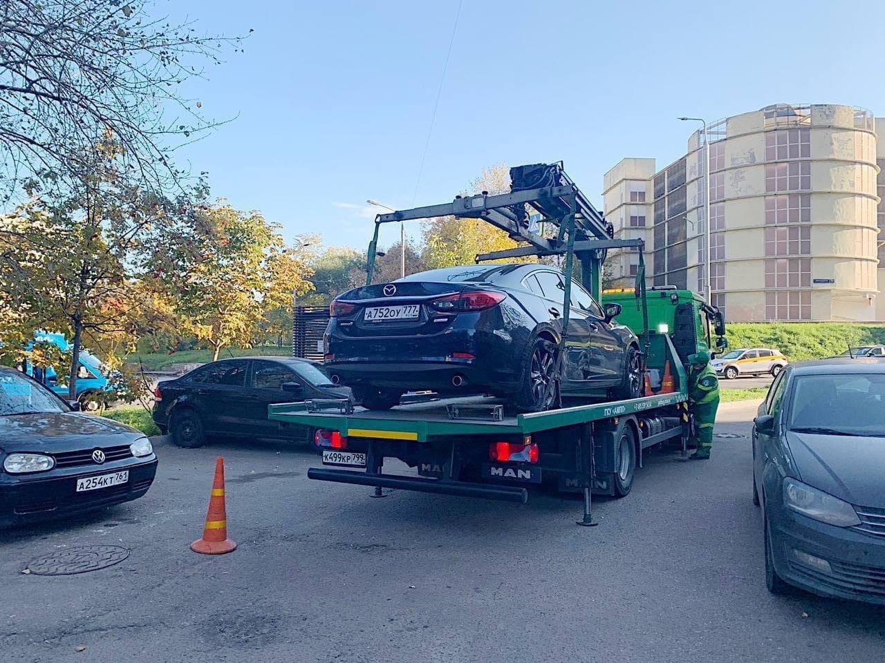 Владелец этого авто принципиально не платил за парковку своей машины и копил штрафы.