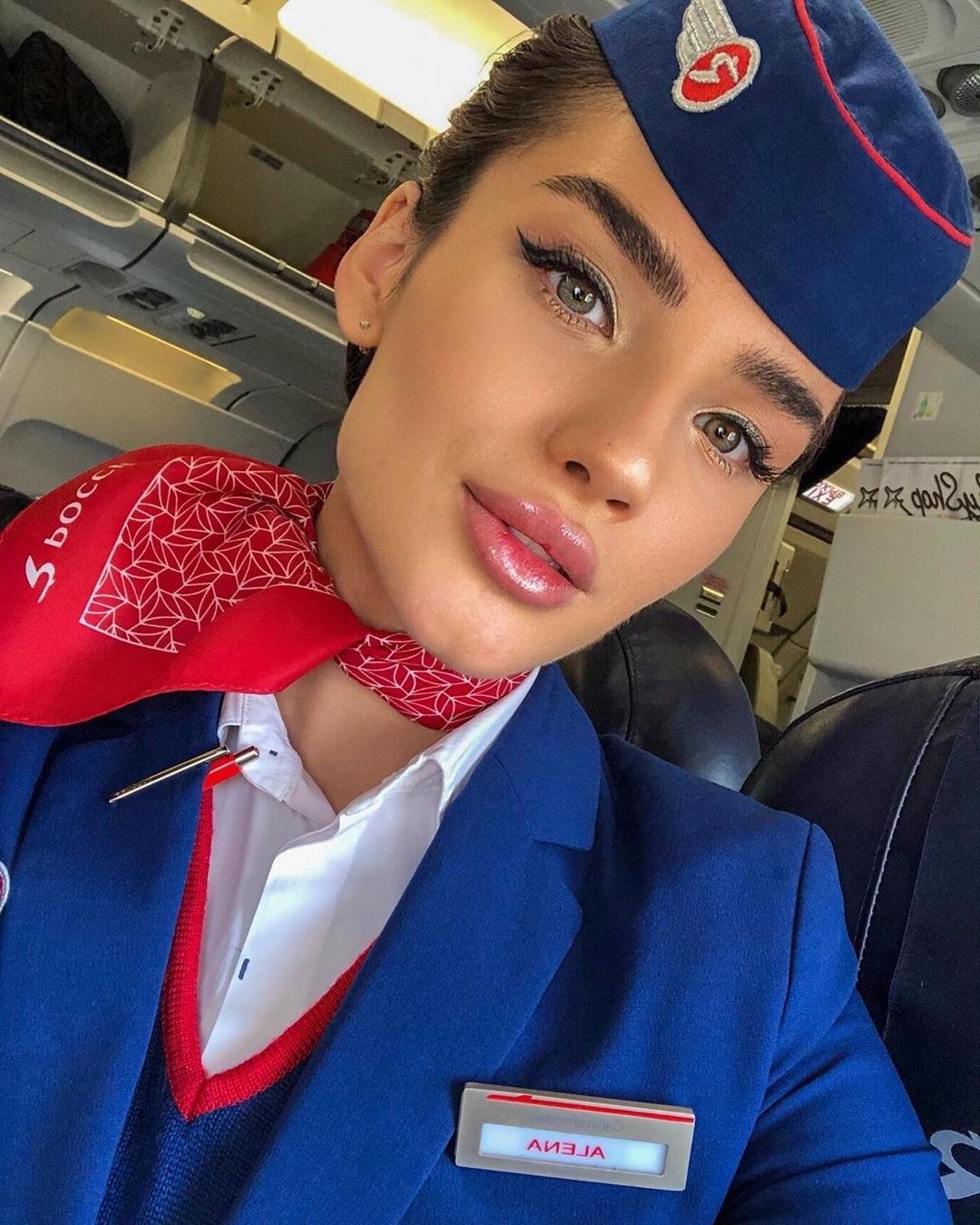 Алена Глухова - самая известная стюардесса авиакомпании «Россия»  Родила мальчика, поздравляем красотку!