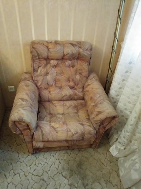 Отдаю даром весь гарнитур 2 кресла,классический ст...