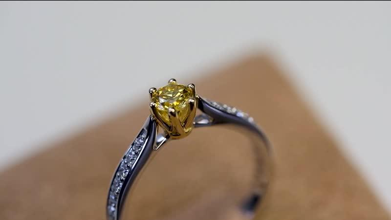 Кольцо с фантазийным ярко желтым бриллиантом