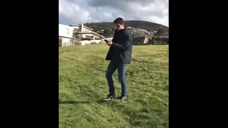 В соцсетях набрали популярность ролики с австралийцем, умеющим идеально падать.