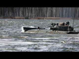 Преодоление водной преграды и стрельба из ПТРК Фагот на учении с  экипажами БМП-2 в Подмосковье