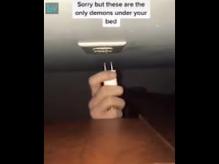 Вот что делают монстры под кроватью
