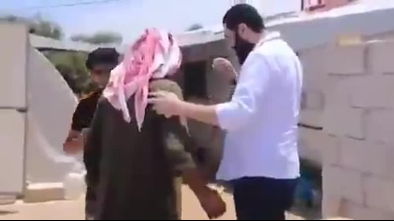 زيارة أحمد حسين الشرع الملقب بأبي محمد الجولاني قائد هيئة تحرير الشام لاحد الحالات الإنسان