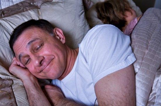 Три часа ночи. Муж с женой спят. Вдруг звонок в дверь. Муж, матерясь, идет открывать. На пороге стоит мужик, изрядно поддатый: Друг, пойдем со мной, тут рядом, поможешь меня толкануть. Ты,