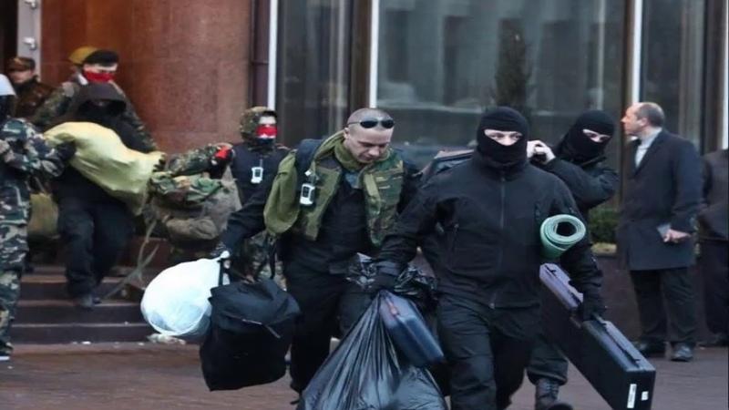 Снайперы коменданта майдана Парубия выносят оружие