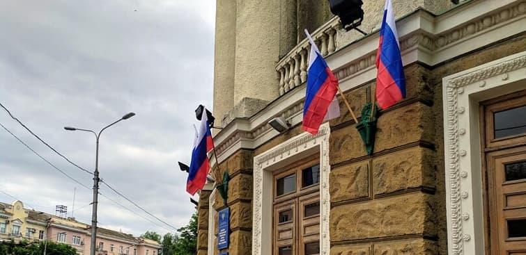 Флаги России в ДНР