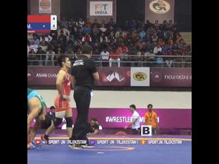 Мухаммад Икромов вышел в финал чемпионата Азии по вольной борьбе в в/к до 61 кг