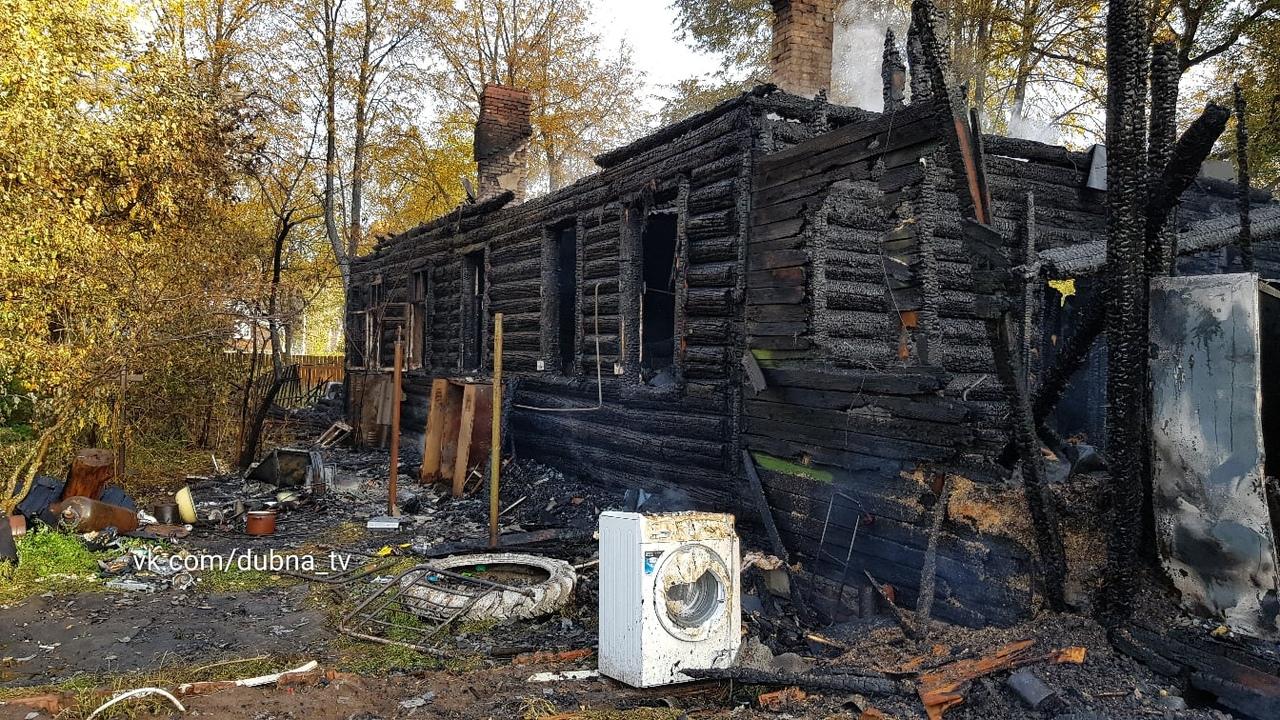 В жилом доме на улице Луговой в Дубне произошел пожар | Фото | Видео